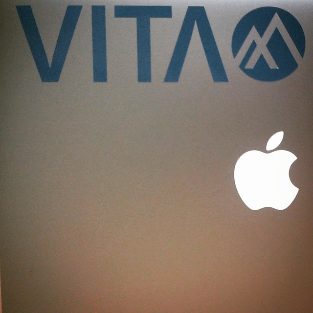 Y vos dónde vas a poner tu #Calco #VITA ?? #VitaCaps #LifeStyle #Autumn #Fun #GoodPeople #Friday #Caps #Hats #Happy #Cold #GoodVibes #Vintage #Badge #Breakdown #MMXV #2015 #Apple #MacBook #Mac