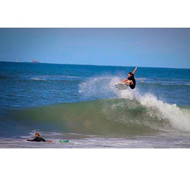 Desde Praia 4 Ilhas, Bombinhas Felo @felisuarez1 poniendo todo. #VolcomSurf #TrueToThis #FeliSuarez