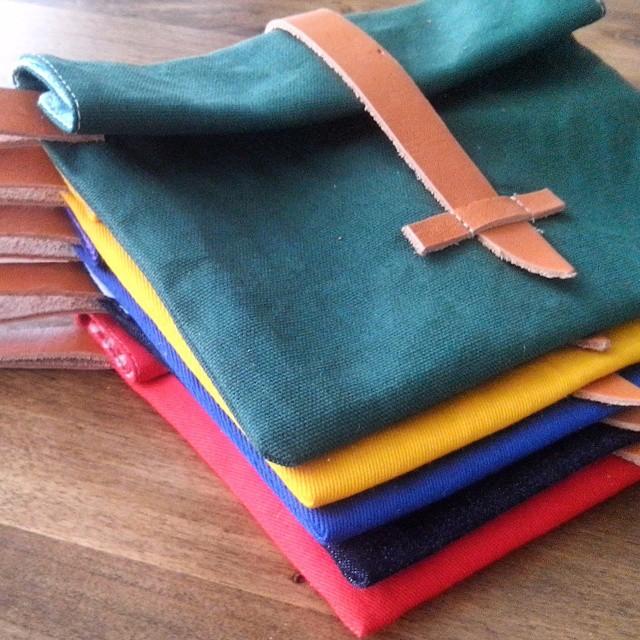 Hola! Colores + diseño fueron la premisa a la hora de desarrollar los sobres o pocket bags mas cancheros de la temporada. Combinalo con tu outfit y sali a robar miradas! Buen domingo.  #fashion #style #stylish #love #me #cute #photooftheday #nails...
