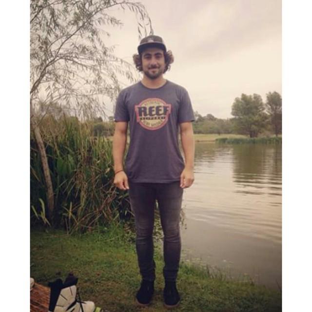 @tomikaragozian equipado con su outfit Reef