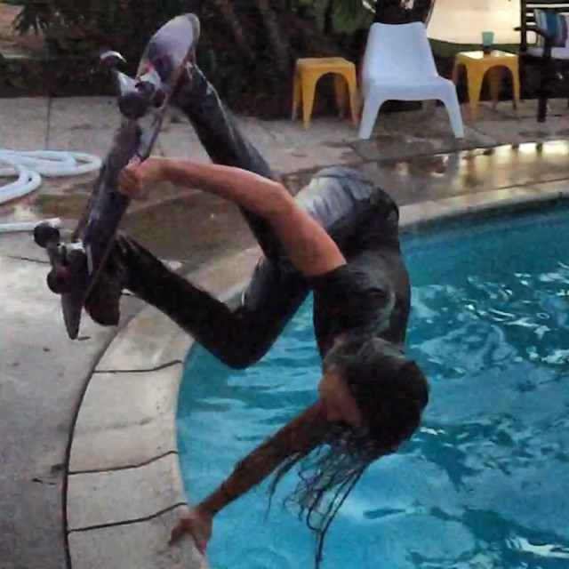 When @lizziearmanto wants to skate a pool, she doesn't let anything stop her. #poolskater