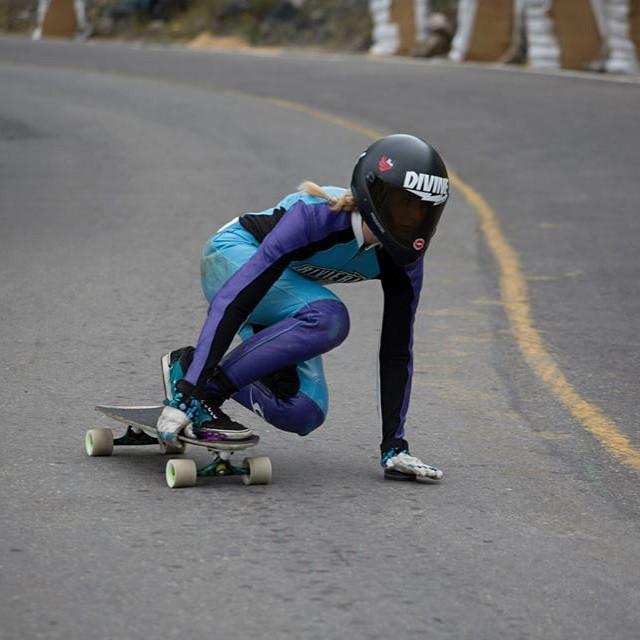 Go to longboardgirlscrew.com and check Spanish rider @palaxa's latest video by our photographer, rider & contributor @noelia_otegui. Killing it ladies!  @chorolongboarding photo  #longboardgirlscrew #womensupportinwomen #skatelikeagirl #girlswhoshred...