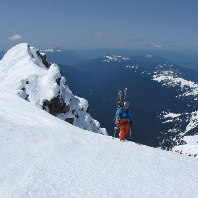 Flylow's @racheldelacour topping Glacier Peak, Wa.