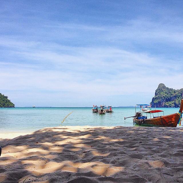 Hay lugares donde el verano es eterno #borna #somosborna #kohphiphi #swimwear #trajesdebaño #clothing #thailand #beach #nofilter #shorts #summer