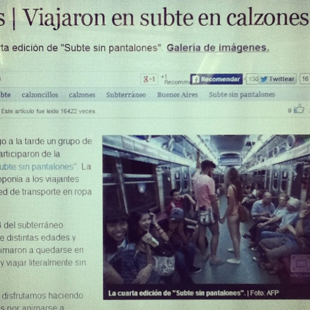Paez viajando sin pantalones. F**ck the cold / Nota de Perfil.com Ver + en www.perfil.com/sociedad #Paez #perfil #diario #nota #prensa #press #news #subte #underground #nopants