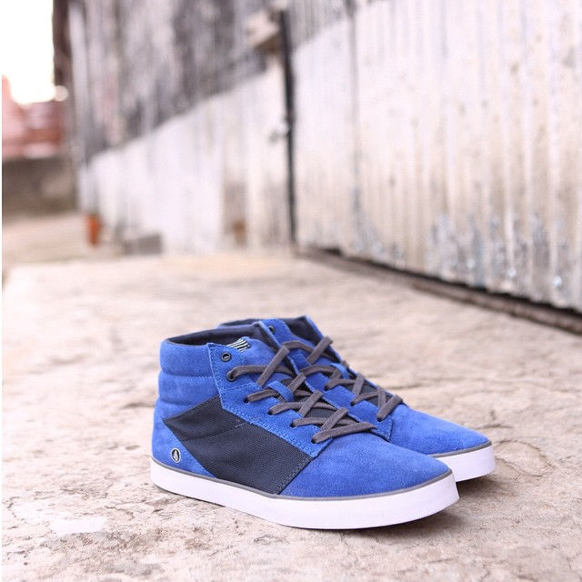 Grimm Mid Royale Blue llego a #VolcomStores #AW15 #Volcomfootwear #TrueToThis #Volcom