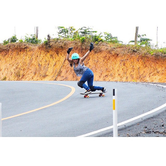@gracevargas25 from @longboardgirlscrewpma stylin'! @steezephotofilm photo.  #longboardgirlscrew #womensupportingwomen #skatelikeagirl #girlswhoshred #gracevargas #panama