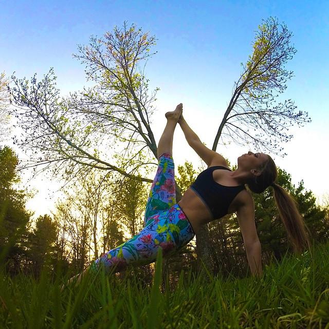 #AkelaSurf #Ambassador @kennedyjan #fashion #yoga #activegirl