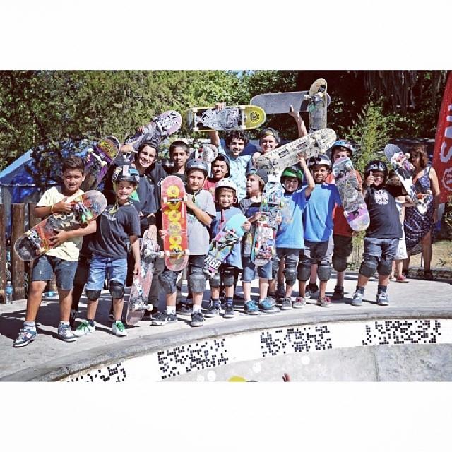 Los chicos piden #skate en @MiramarARG y @dariomattarollo les tiró la data en el  #authenticbowlsessions