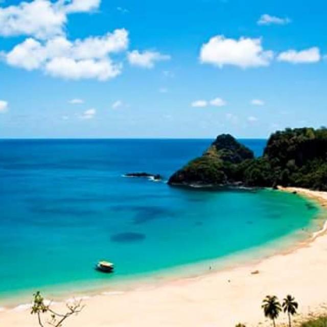 #ReefPlayas Bahia do Sancho, Brasil Para muchos es la playa más linda de todo Brasil, y sin dudas cumple los méritos para esta consideración. Tiene aguas completamente transparentes, donde está permitido bañarse, siempre que no se dañe a los corales...