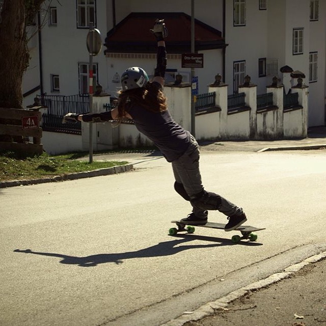 @annapixner from @lgcaustria is epic. One of the best freeriders in Europe is back on her board. Yeah Anna!  #longboardgirlscrew #womensupportingwomen #skatelikeagirl #girlswhoshred #annapixner #austria #lgcaustria