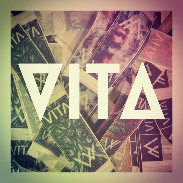 Habemus etiquetas!! Sábado a la noche y seguimos con toda!  #VITA #VitaCaps #VitaBeanies #Saturday #Night #Autumn #Cold #Etiquetas #Tags #Caps #Beanies #Hats #LifeStyle #Life #Vida #Love  #Triangle #Geometric #Design