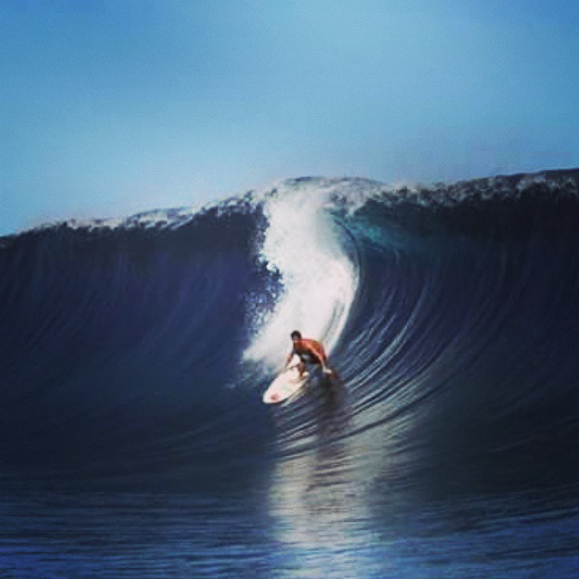 """""""El verdadero surfing, el que haces por puro placer y amor, sin necesidad de alegrar a nadie mas que a vos mismo, es la esencia del deporte y la mejor forma de vida que existe"""". @juanarca1  #Soul #Surfing #Waves #ReefTeam #ReefArgentina"""
