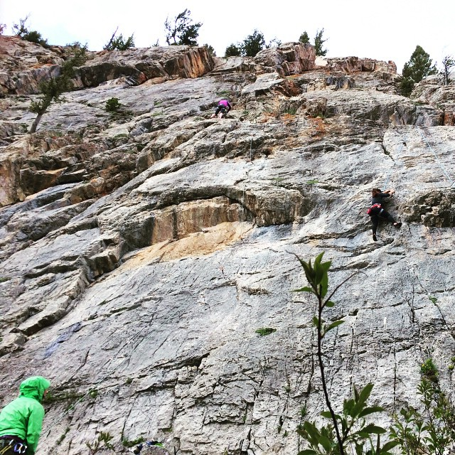 Is it the weekend again yet? #IAmSJ #cragbabes #outdoorwomen #climbing #getoutside #takemeback #alpinebabes #goexplore #happymonday photo: @johannammurphy