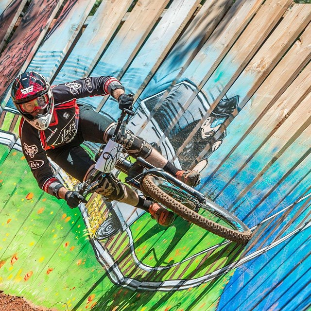 That rare moment when @JeffKendalWeed has both wheels on the ground! Here is he staying low in the new #Shiva on his way to a top ten at the #DirtySanchez |
