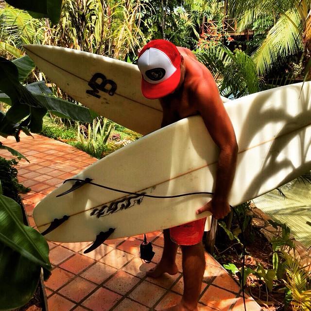 Mientras algunos seguimos trabajando en la temporada de invierno, otros se escapan a seguir surfeando. Escapate con @underwavebrand #FeelUnderwave