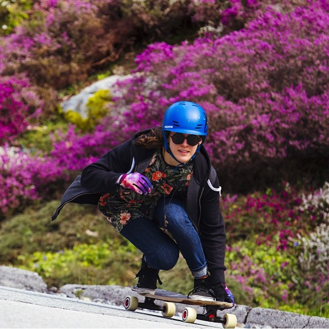 Elena @e_coree ❤️ Report from @landyachtzlongboards. @maxicasj photo.  #longboardgirlscrew #girlswhoshred #skatelikeagirl #womensupportingwomen #elenacorrigall