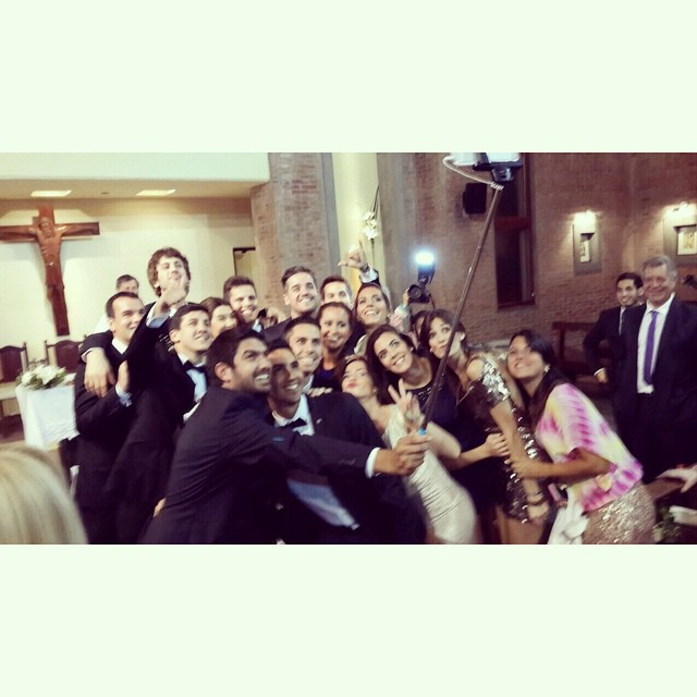 Salió Selfie en el Altar con los novios y el cura