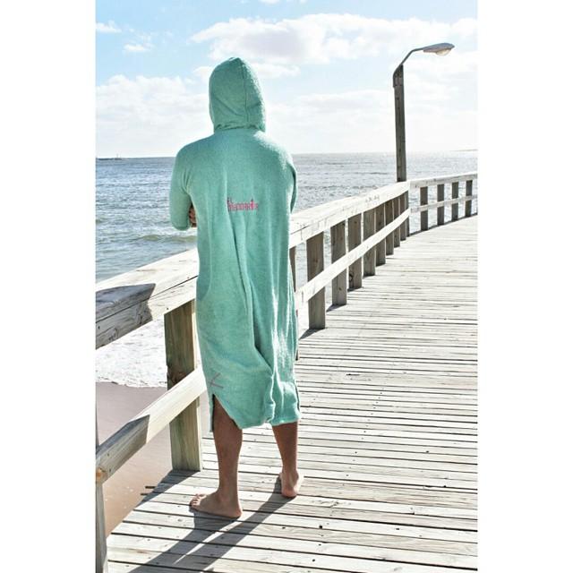 Se viene el frio y nada mejor que ponerte y sacarte el traje de agua con un mandarina encima!!! Hacenos tu pedido por dbook: elmandarina surf  #elmandarinasurf #surf #sea #ocean #wake #kite #windsurf #colors #colours #freestyle #coo#holidays #beach...