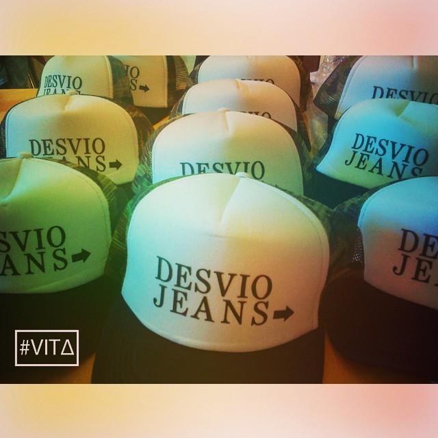 No te olvides de que hacemos trabajos personalizados! Tenés un gym, una marca, o algo? Contactanos!! Acá va el trabajo que les hicimos a nuestros amigos de @desviojeans1  #VITA #VitaCaps #VitaBeanies #Caps #Beanies #Autumn #Good #Wednesday #Desvio...