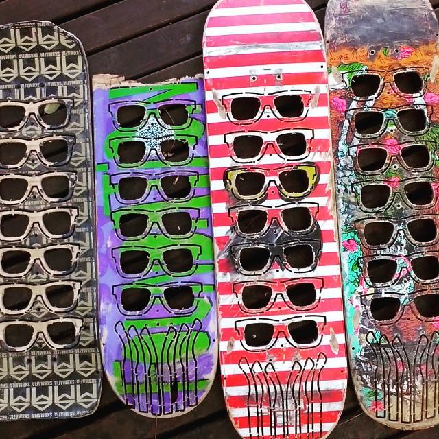 Tablas destruidas transformadas en un lindo producto!  #recycledskateboards