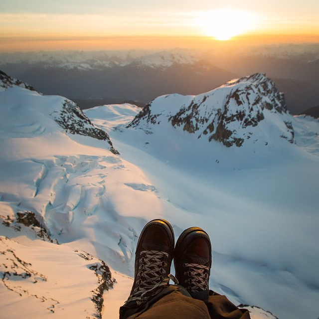 Join @erikseo and @level1 for a sunset heli ride aboard #airseo1. #firstclassshoes #getoutthere #adventureworthy