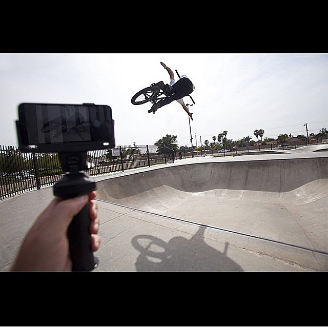 @salsaavedra sending it with @gripdat ⚡️ #bult #bmx