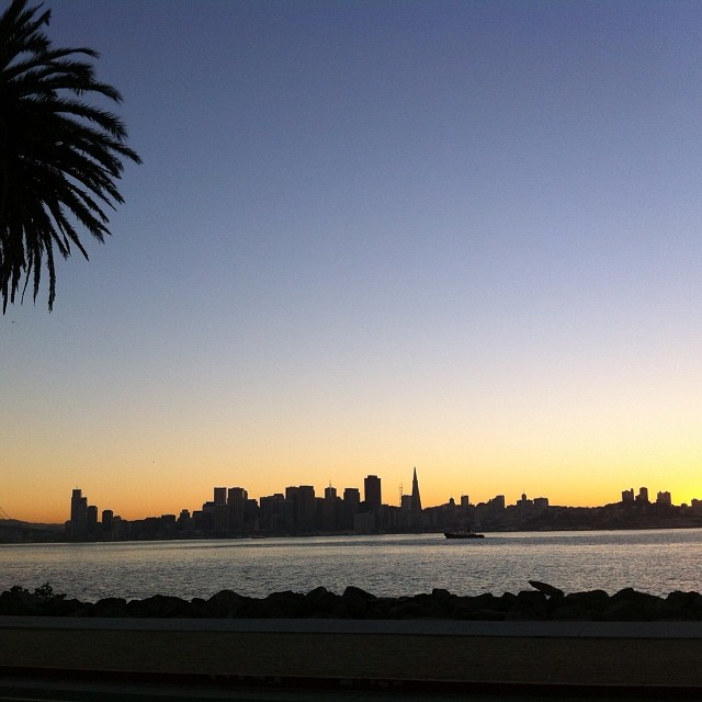 Nice way to wrangle in a Thursday - Spectacular sunset from the @gthrshow on Treasure Island. Met some great brands we hope to add to the site in the upcoming weeks #nofilter #sanfrancisco #bayview #sunset #thegoodlife #gobigdogood