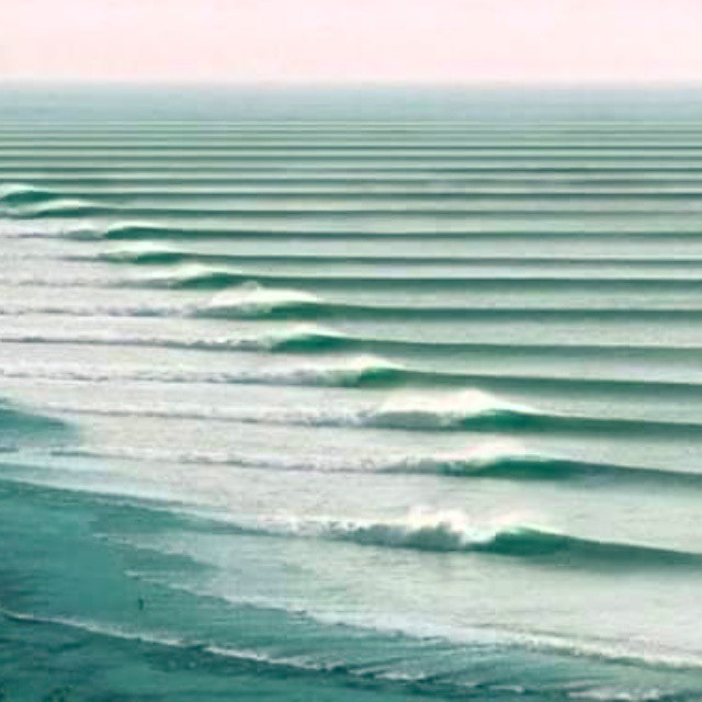 #JuevesDeOlas En Chicama, Perú, se encuentra la ola surfeable más larga del mundo. Una ola legendaria que ofrece un recorrido de hasta 2.2 k.m. y que puede llegar a durar hasta 2:30 minutos. Esto hace de Chicama un lugar ideal para surfista...