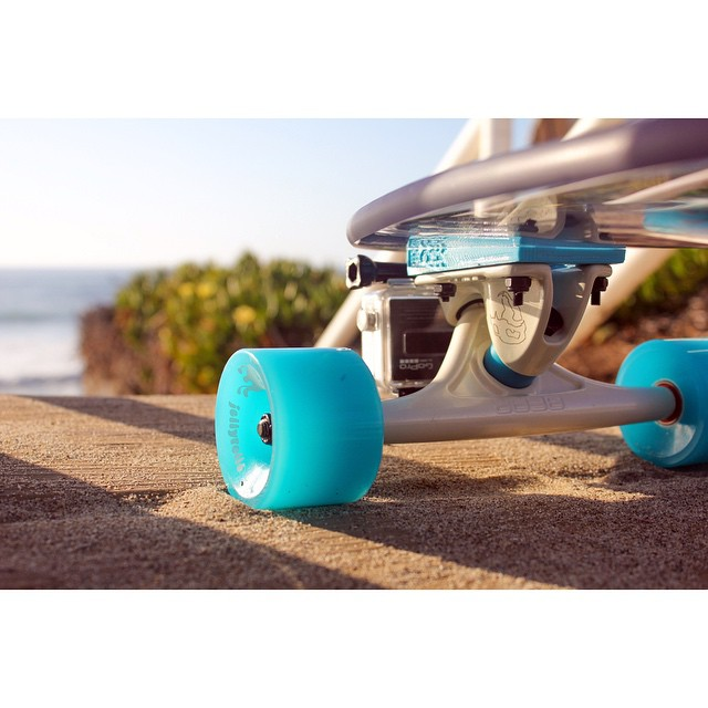 Sea in a new perspective! The revolutionary GoBLOCK allows you to capture some killer viewz while shredding! Grab one today by clicking the link in our bio! #jellyskateboards #blockrisers #jellymanowar #jellyrolls #goblock #gopro #oceanbeach #california