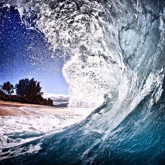 El poder del mar en #keiki capturado por @juanbacagianis #Hawaii #TrueToThis #VolcomSurf