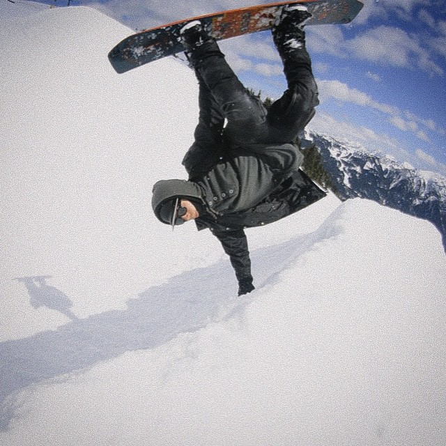 #FluxBindings rider @mark_shred gettin' inverted sideways in this spring time candid shot!  Photo: @mark_shred  #snowboarding #vertigo