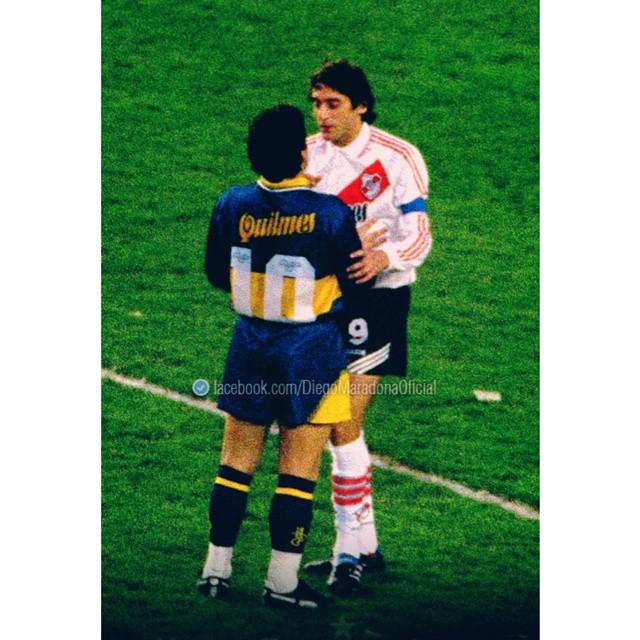 ¡¡¡ CUANTO FÚTBOL EN UNA SOLA FOT⚽ !!! Eran otros los tiempos, era el otro el fútbol, eran éstos los ídolos, INDISCUTIBLE todo.. ¡Que vuelvan esos superclásicos! #diego #maradona #enzo #francescoli #d10s #elprincipe