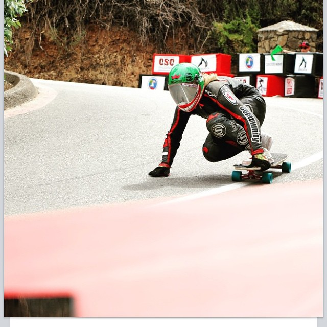 Sick one of our girl @emilylongboards at the @catalinaislandclassic by @theerichoang