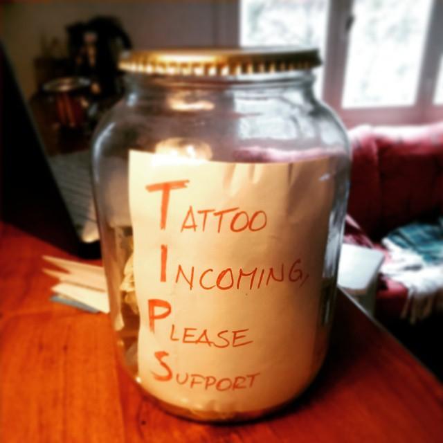 Viejo, estaríamos necesitando aportes para cerrar este temilla. Se aceptan contantes y sonantes, electrónicos al 0720045888000011961336 y bimonetarios.  Por cada pesito que dones, el pibe que encaja un beso.  #TIPS #Tattoo #Funds #Aportes #DonaViejaaaa!!!