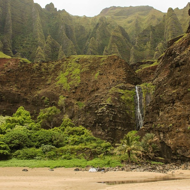 Not a bad place to camp... We brought a throw sized Rumpl on this trip to Kauai and it was the perfect weight for summer nights. Who's pumped or summer camping?!!