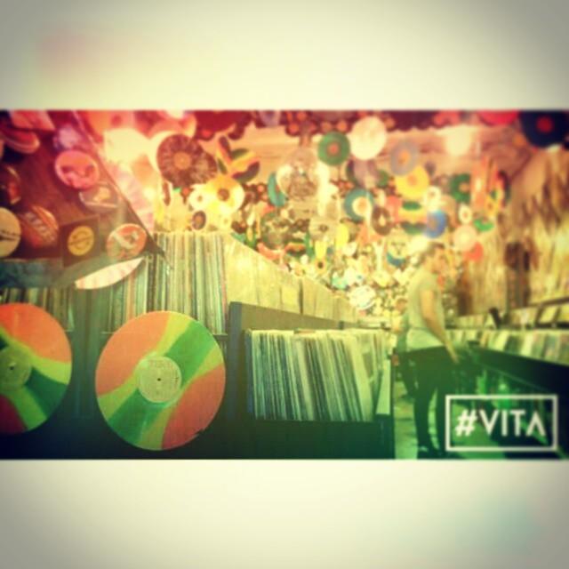 Otro rinconcito de Buenos Aires, por San Telmo  #VITA #VitaCaps #VitaBeanies #Discos #Vinilo #San #Telmo #Buenos #Aires #Arg #Autumn #Fun #Sunday #Good #Day #Night #Record #Store