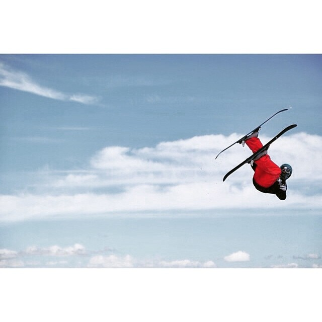 @camdengallen flying high above the clouds ☁️⛅️☁️ #xshelmets #girlswhoride #skiing #freeski #bigair #grom #style #shredinxs