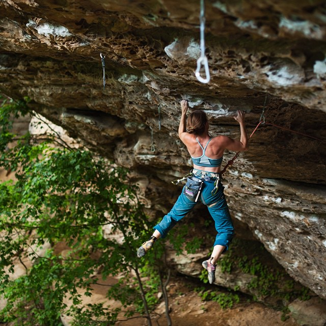 It takes strength to tackle Monday head on. Maybe not quite like this strength, but still... // Rumpl ambassadors @eggtravels make a pitstop to send Tacit at Bob Marley crag