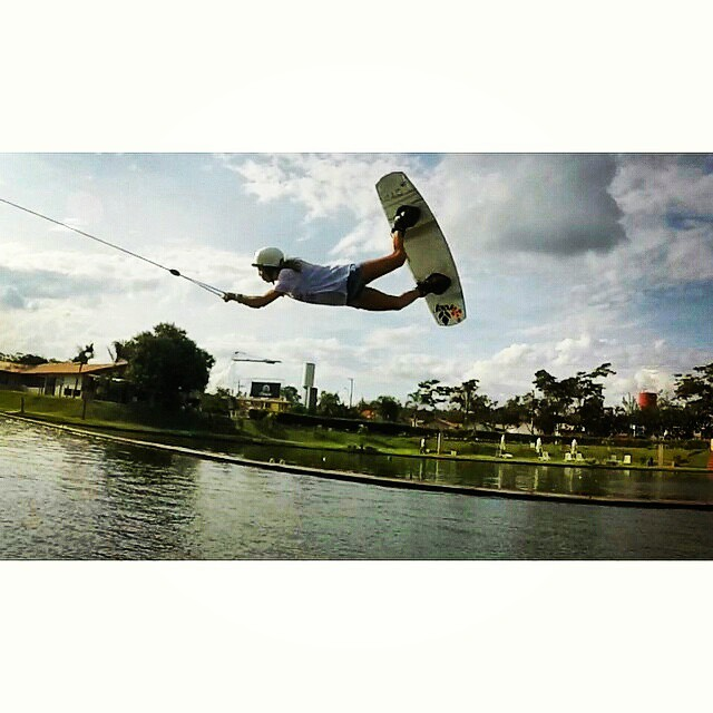 Flying Mode @sofygrimauu  ph:@fedmazzei  #wakepark #wakeboard #wakeboarder #wakeboarding #cablepark #cablewakepark #ride #rider #riding #lake #lakelife #lifestyle #wakegirls #boardsports #extremesports #ReefTeam #ReefArgentina #justpassingthrough