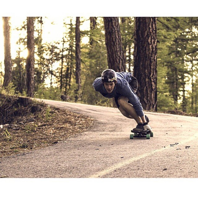 Team rider @aidan_gilbert taking a skate break.