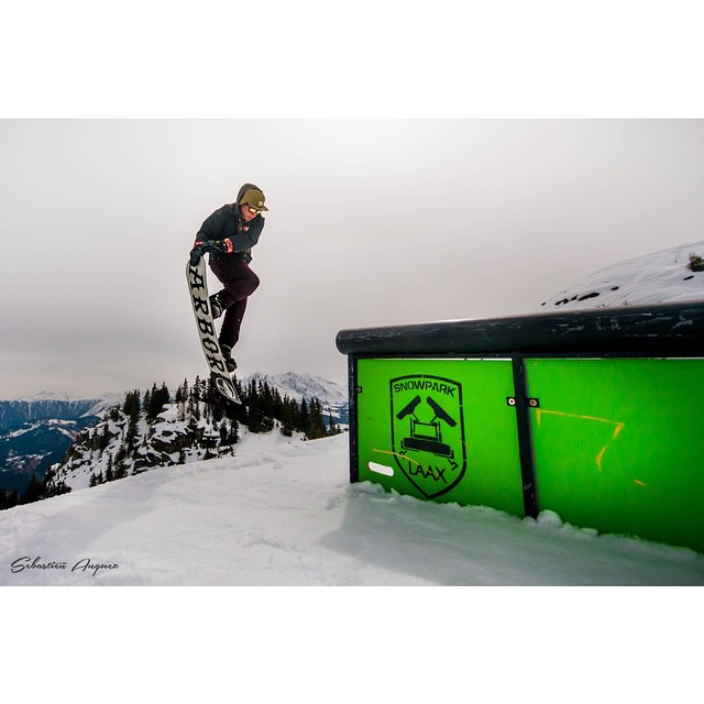 @TomParmentier has a mean double grab off this rail at @LaaxSkiResort!  Epic shot by: @sebastien_cac_anques #FluxBindings #snowboarding