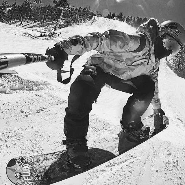 @taratatethegreat grabbing tail on her @arborgirls board at @bear_mountain this past winter. #snowboarding #bearmountain #bearbuilt #winter #xshelmets #shredinxs #girlswhoride