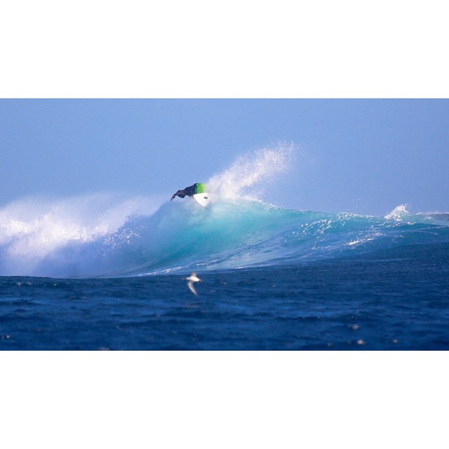 Aca ripping on the OB. Cloudbreak #awesome #awesomesurfboards #surfing #fiji #cloudbreak #spray
