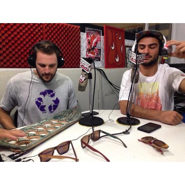Ayer en la jamsk8radio estuvimos con Seba Franco y Santy Amores hablando de como se creo u fit , se sortearon remeras y anteojos! Gracias por la invitación a la radio Clauido Lagart! En www.jamsk8radio.com. ar se va a estar repitiendo el programa a...