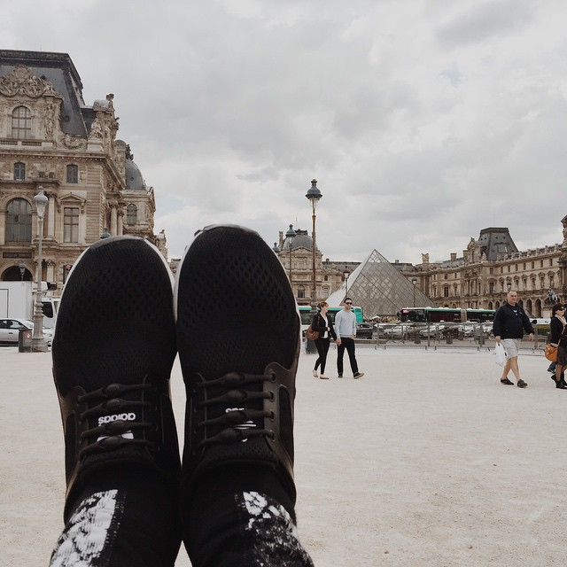 Kicking at the Louvre. #HICKIESaroundtheworld #HICKIESinParis #museedulouvre