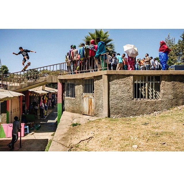 @nyjah >>> nosegrind in Addis Ababa, Ethiopia from @_let_it_flow's tour through Africa; building and restoring water wells for communities in need. @transworldskate photo: @mehringsbearings #nyjahhuston