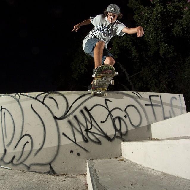 Hoy es #NocheDeSkate, de la mano de Juanito con su BS TAILSLIDE