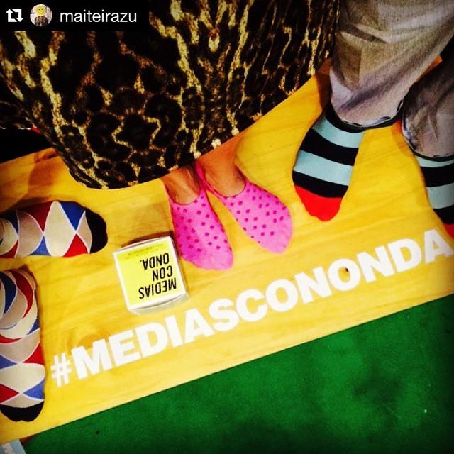 #Repost @maiteirazu ・・・ Aca de paseo x @feriapurodiseño pinto andar en patas #mediascononda en lo de los Suarez... #chill #friday @tiendasuarez