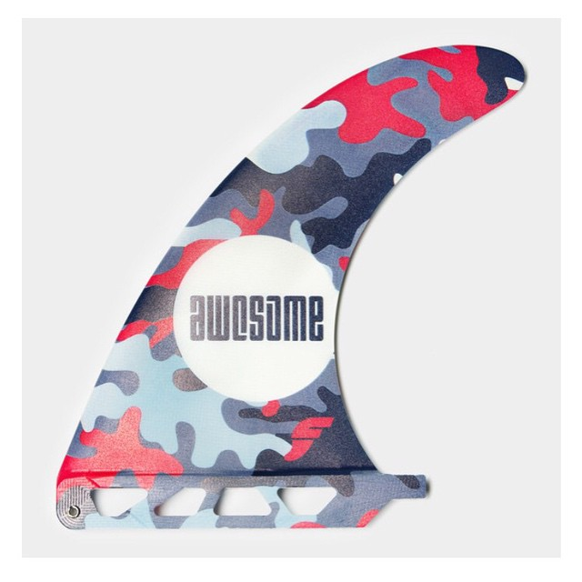 our custom shape and design camo single fin. 7'5 inch. we made 10 pieces with @futuresfins - they will go quick. info@awesomesurfboards for more info #awesome #awesomesurfboards #singlefin #camo#awesomefins